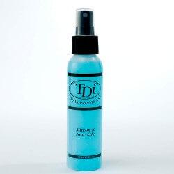 Balsamo spray istantaneo Formulato per penetrare nella fibra secca. Se usato quotidianamente serve per evitare l'effetto